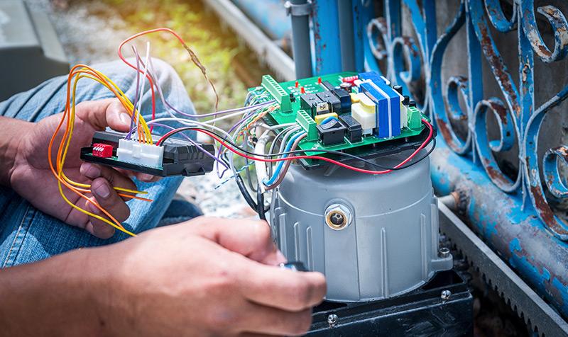 Assistência a motores de portões de garagem