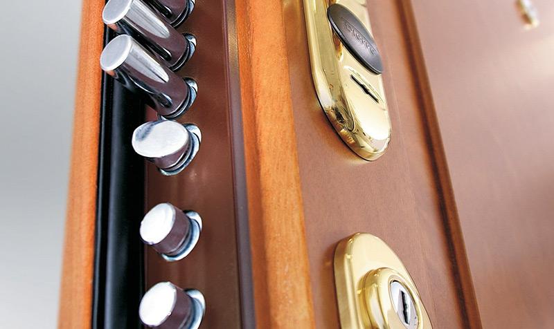 Colocação da porta de segurança Dierre