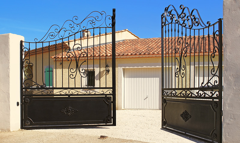 Assistência a portões de batente